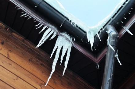 Ogrzewane rynny – dobrym rozwiązaniem na zimę.